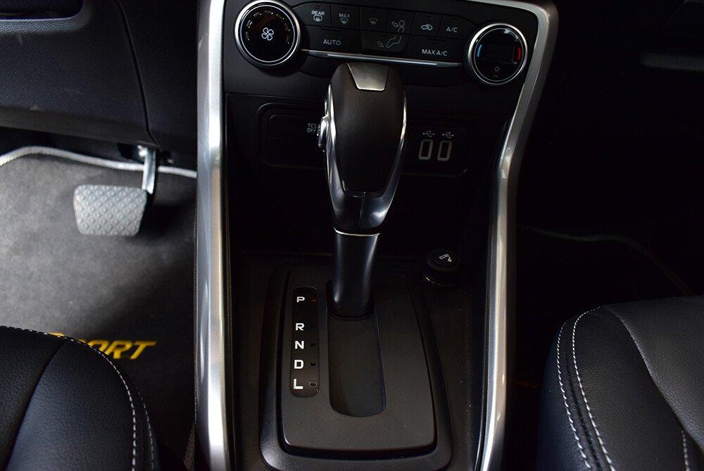 Dòng xe này có phiên bản số tự động 6 cấp.