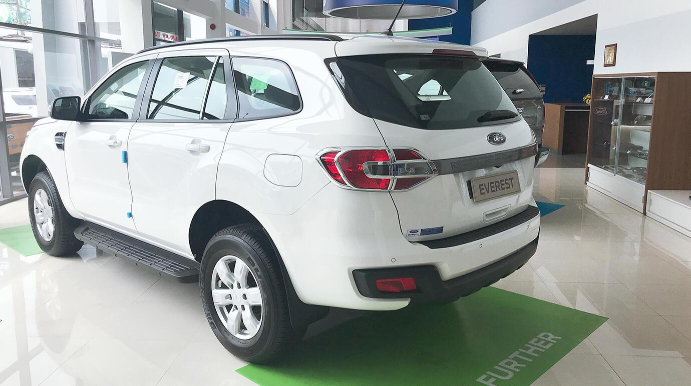 Ford Everest 2.0L 4x2 AT Ambiente