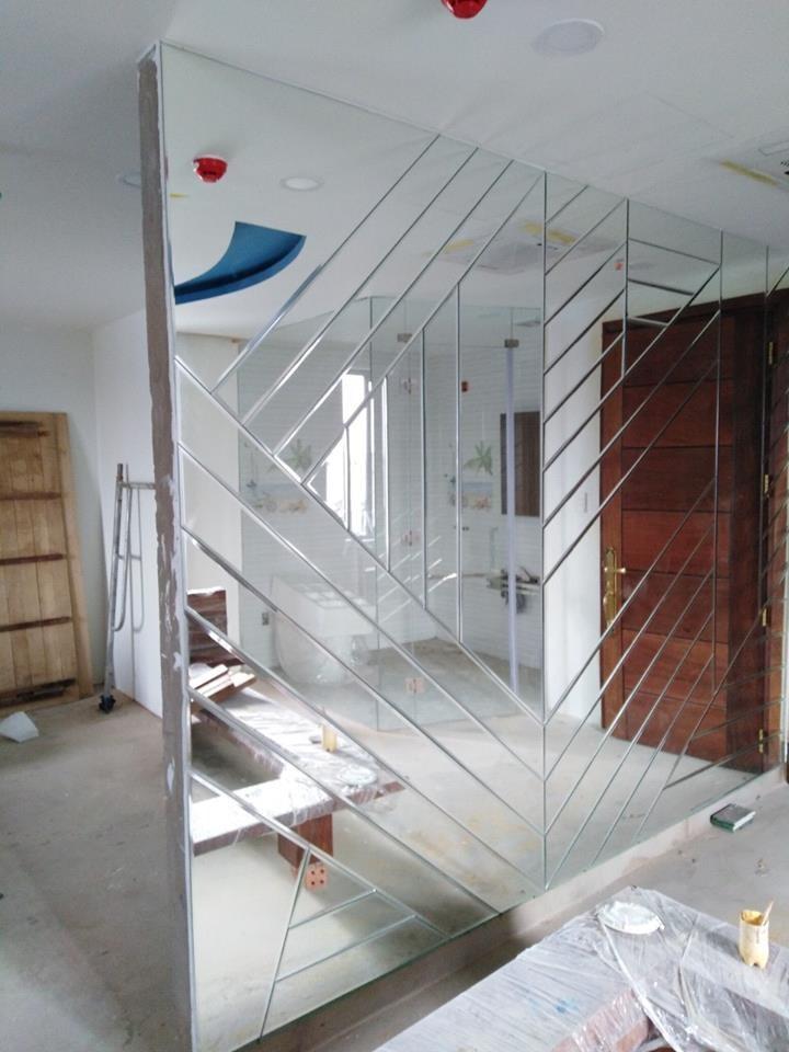 Thi công lắp dựng kính thủy, gương soi ốp tường trang trí