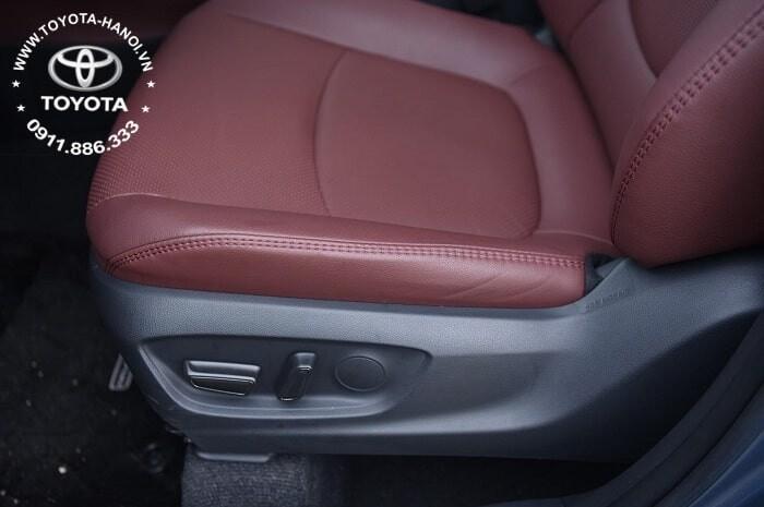 Ghế lái chỉnh điện trên xe Corolla Cross 1.8g