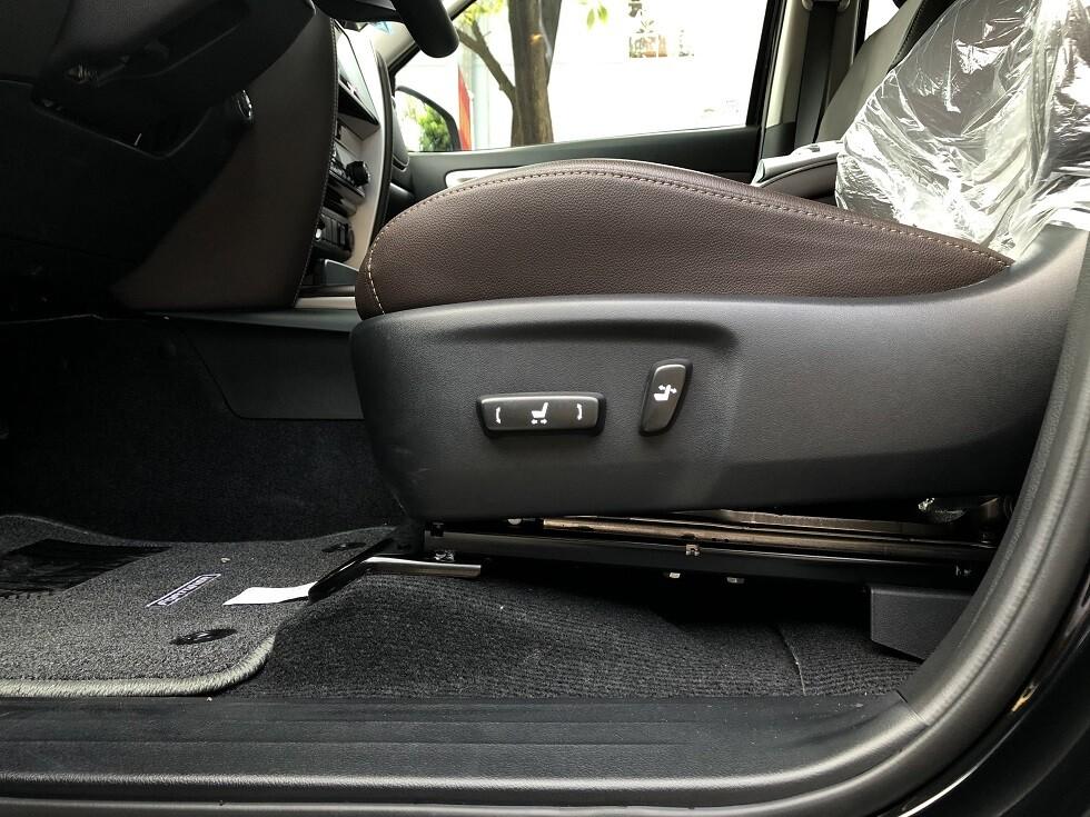 Ghế lái chỉnh điện 8 hướng xe Toyota Fortuner