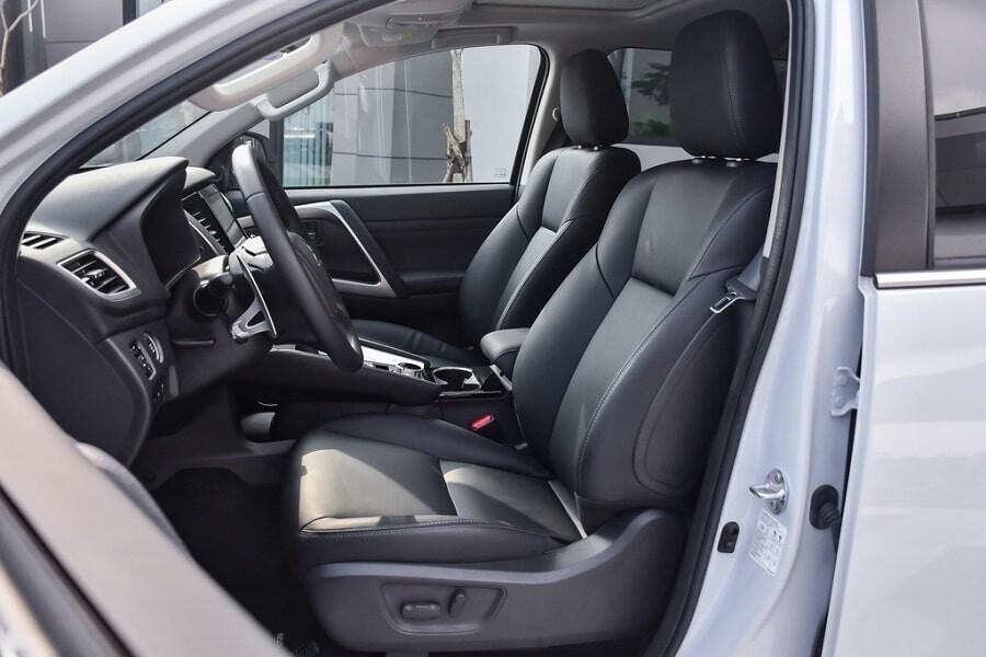 Ghế lái chỉnh điện xe Pajero Sport máy dầu 2.4L 2020
