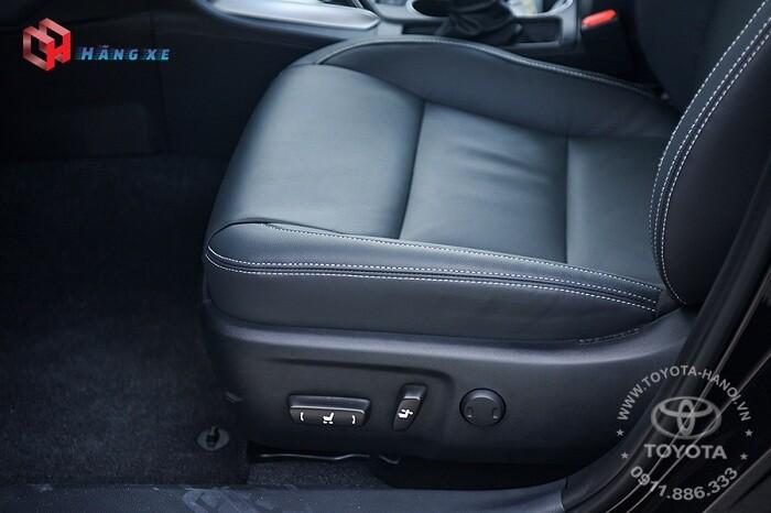 Ghế lái chỉnh điện của Altis 1.8G 2021