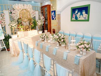 Giá trọn gói cho thuê ghế Tiffany kèm nơ ghế, áo ghế và nệm