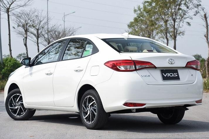 Giá xe ô tô Toyota Vios 1.5E CVT phiên bản số tự động