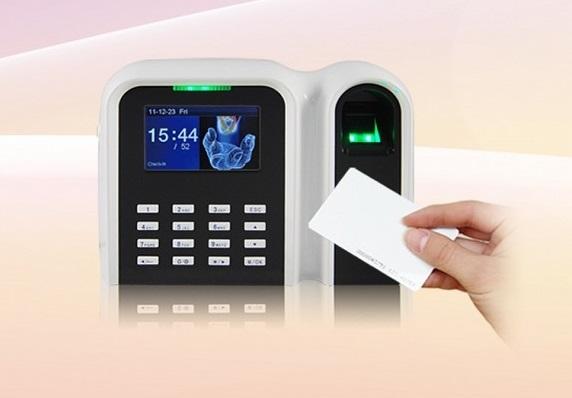 Máy chấm công Vân Tay+thẻ GIGATA T9