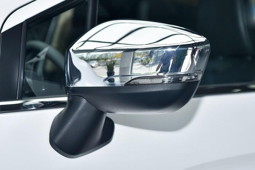 Gương chiếu hậu xe Xpander 1.5 AT số tự động