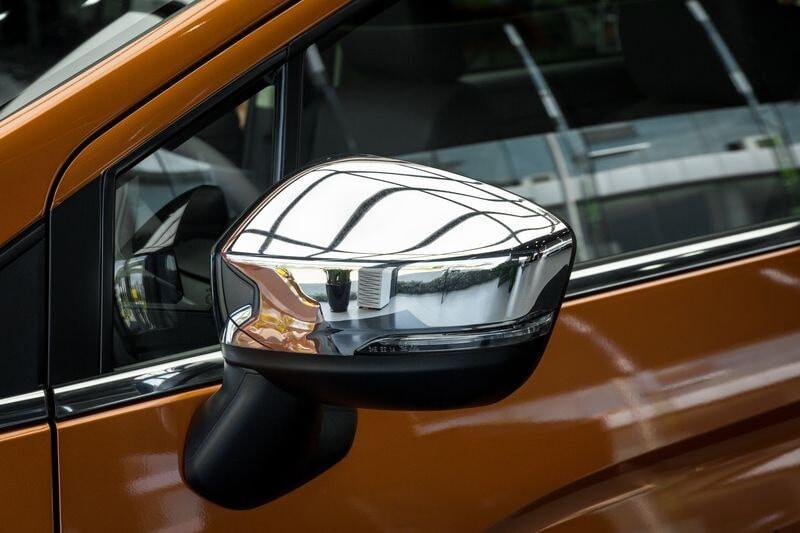 Gương chiếu hậu mạ Chrome trên xe XPander bản Cross