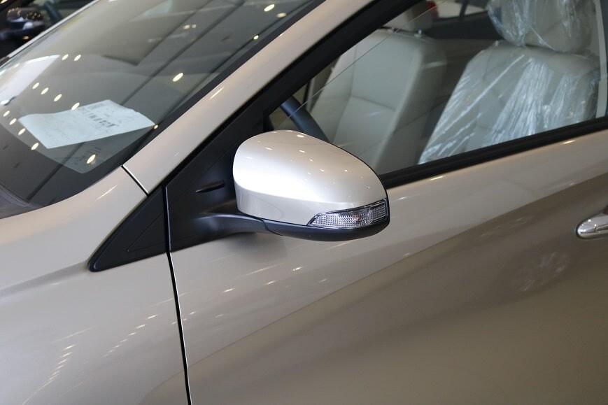 Đèn xi-nhan trên gương xe Toyota Vios