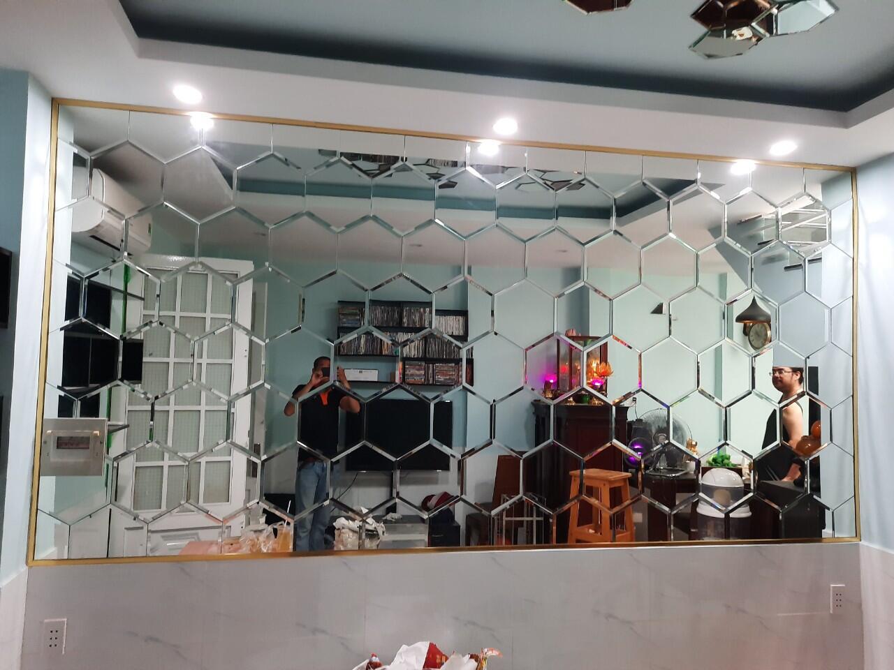 gương dán tường