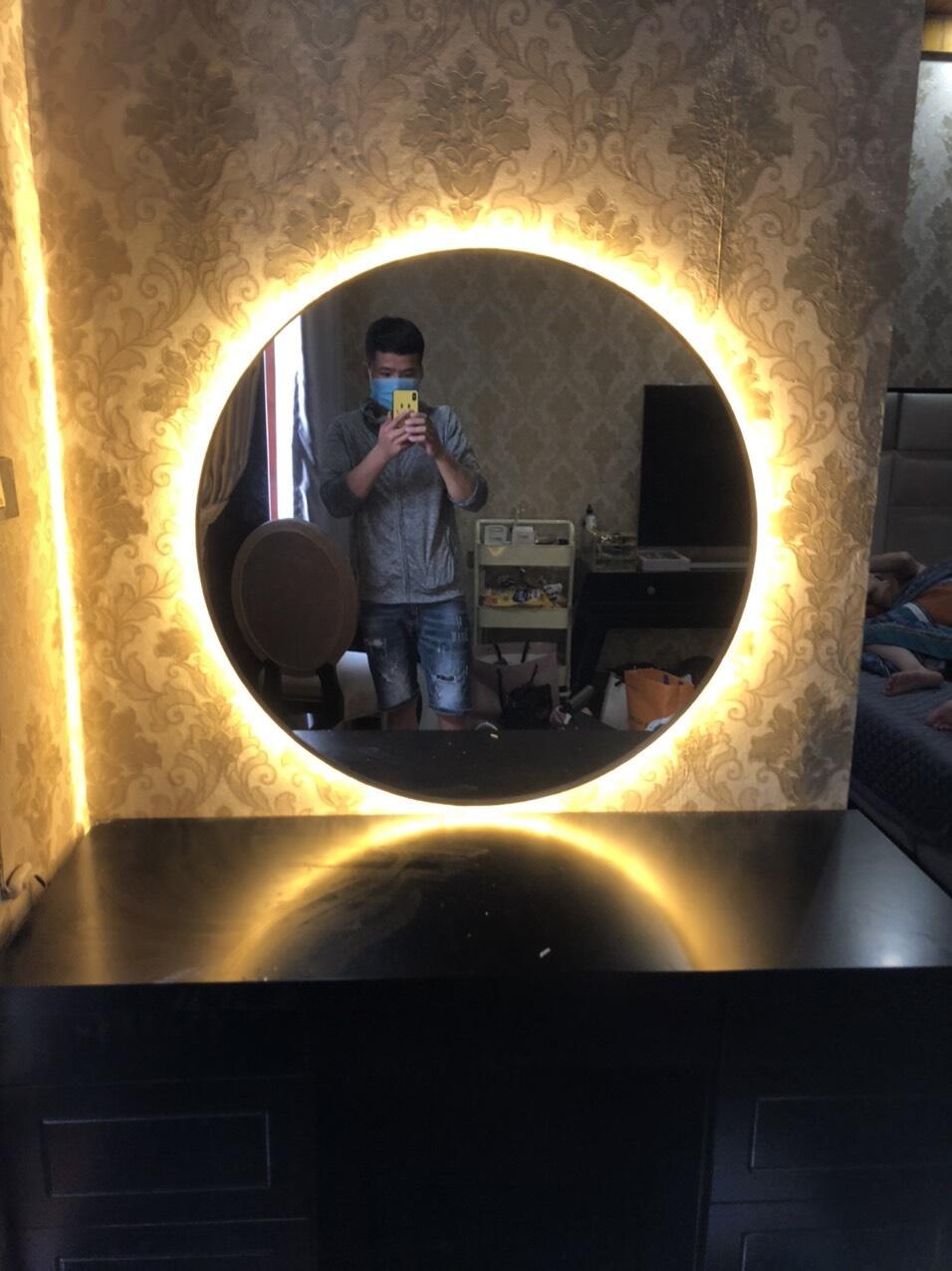 Gương treo tường