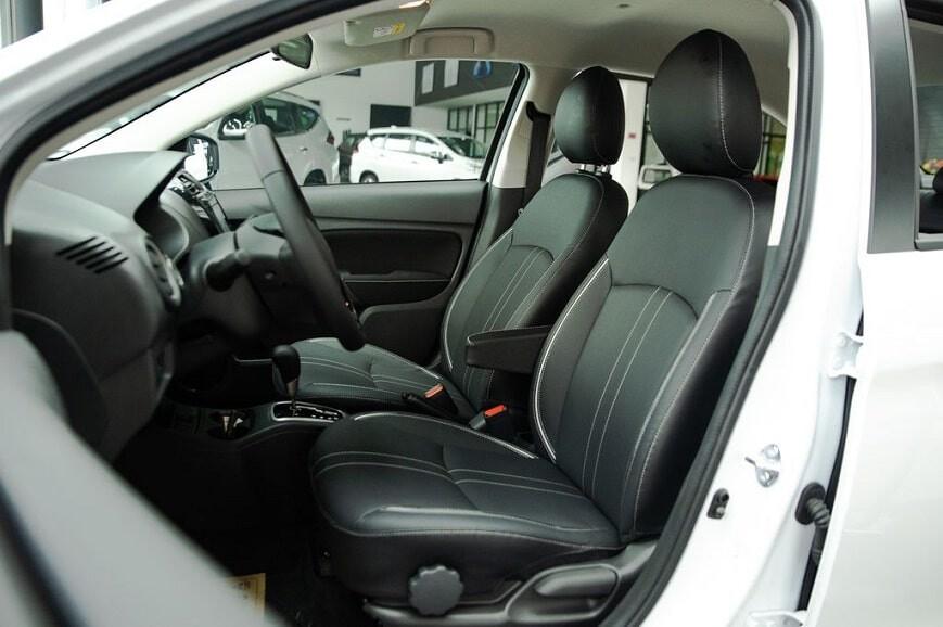 Hàng ghế phía trước xe Attrage CVT số tự động bản Premium