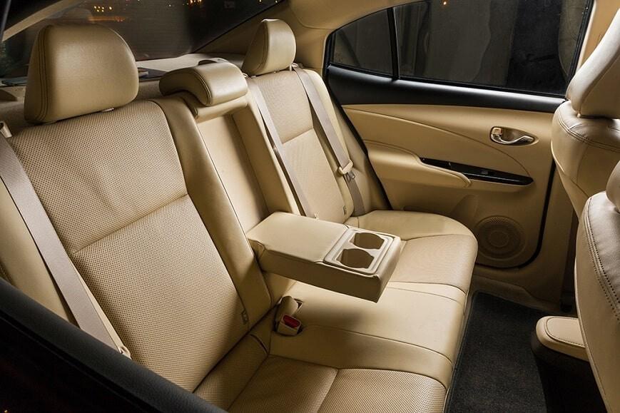 Hàng ghế thứ 2 rộng rãi và đầy tiện nghi của Toyota Vios