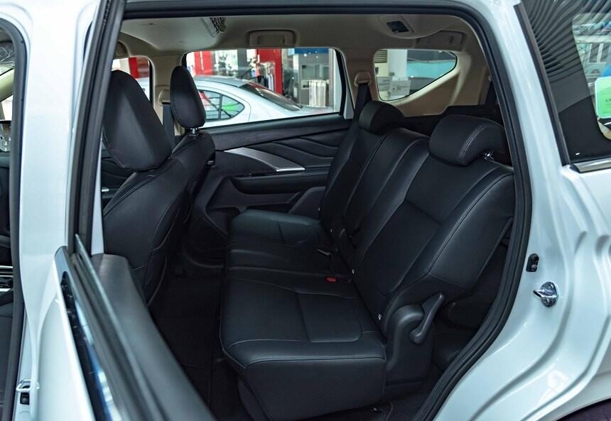Hàng ghế thứ 2 Mitsubishi Xpander số tự động