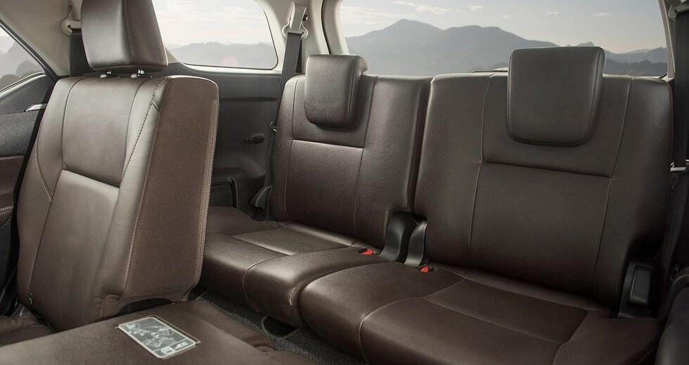 Hàng ghế thứ 3 xe Toyota Fortuner