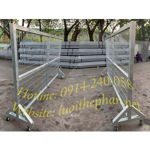 Hàng rào sắt có bánh xe