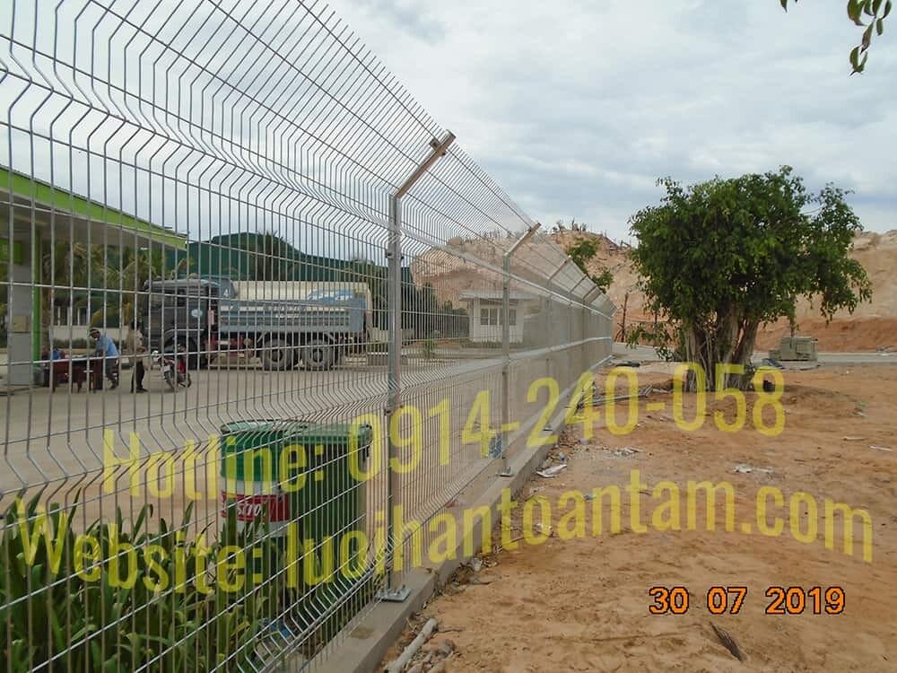 Hàng rào lưới thép hàn nghiên đầu 45 độ - TTA45