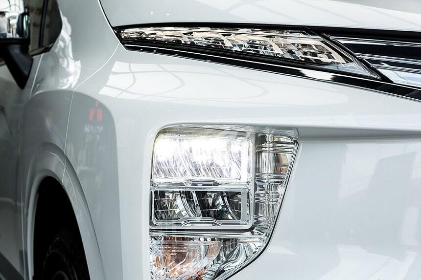 Hệ thống đèn pha LED trên Mitsubishi Xpander bản số tự động