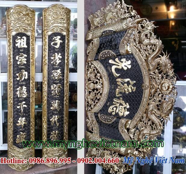 Bộ cuốn thư câu đối Đức lưu quang ốp cột thờ cúng, chế tác trên chất liệu đồng thúc nổi kích thước dài 1m55 cao 80cm. câu đối đk 28cm ốp cột.