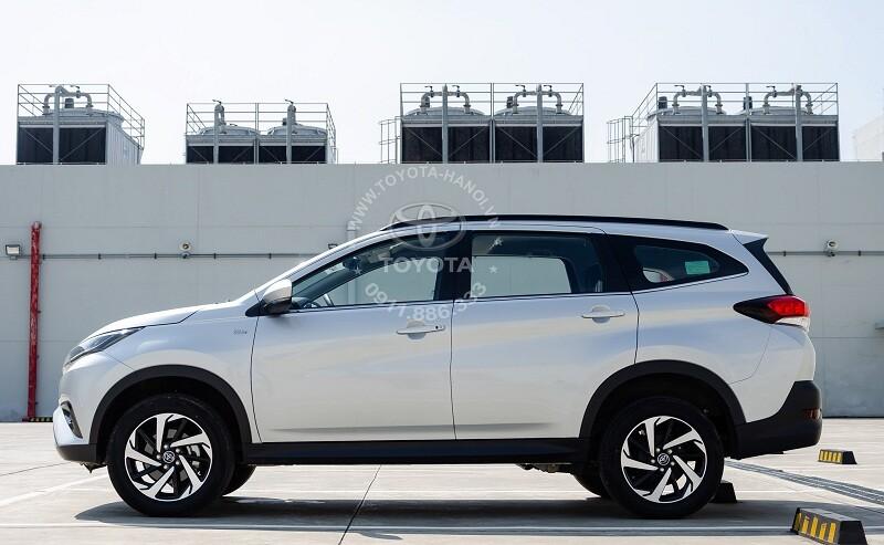 Hông xe Toyota Rush 2021