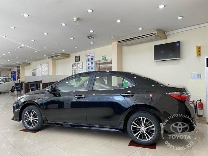 Ngoại thất hông xe Toyota Altis 1.8E