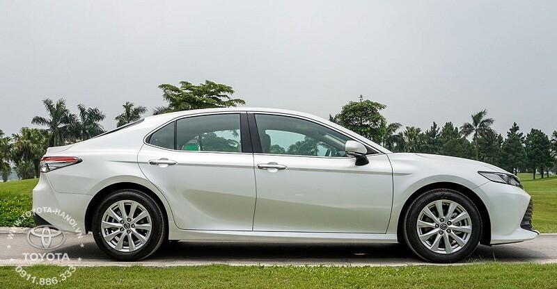 Xe Toyota Camry 2.0G 2020 màu trắng