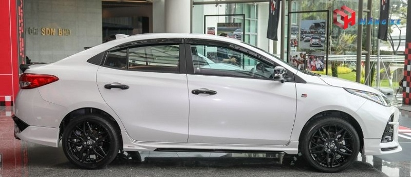 Hông xe Toyota Vios GRS 2021 màu trắng