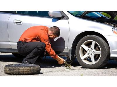 Hướng dẫn thay lốp xe ô tô dự phòng - Hyundai An Khánh