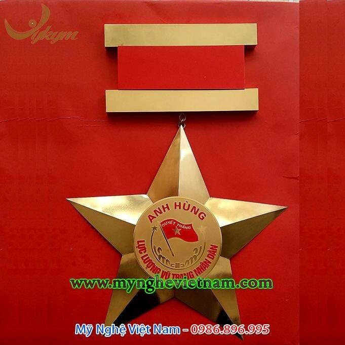 Sản xuất huân chương cỡ to treo tường trên chất liệu đồng vàng nguyên chất, làm mô hình huân chương quân công, huân chương chiến đấu, huân chương hồ chí minh, huân chương độc lập, anh hùng lực lượng vũ trang...