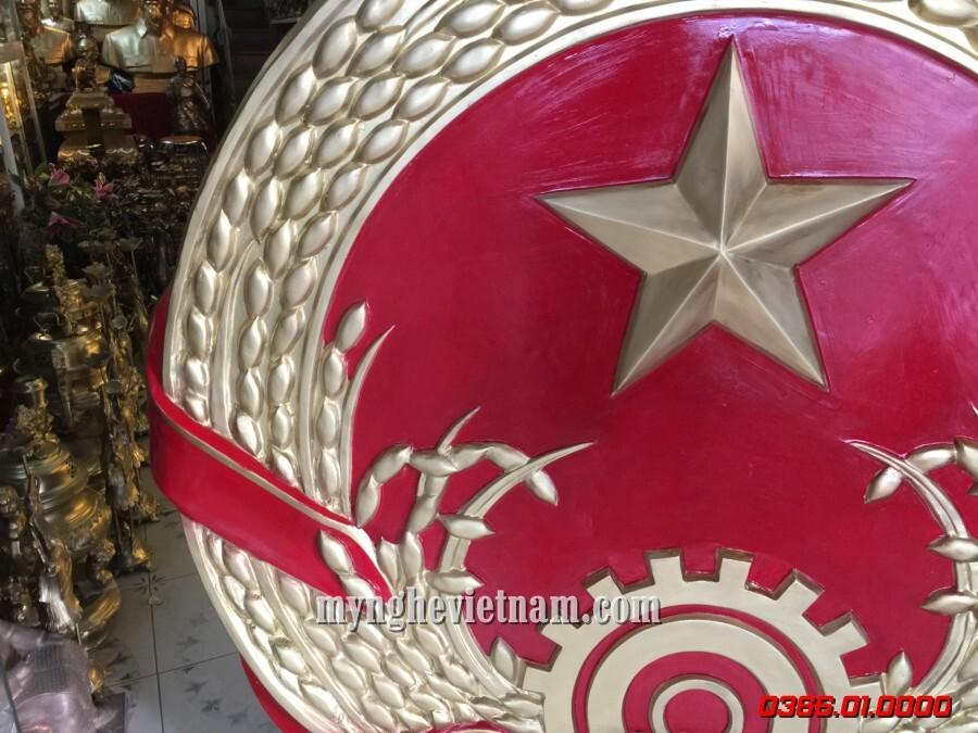 Logo Quốc huy việt nam bằng composite tổng hợp đường kính 1m3 được đúc nổi có khung sắt gia cố. Quốc huy bằng composite được sản xuất theo mẫu tiêu chuẩn quốc gia.