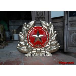 Huy hiệu quân đội bằng đồng dập nổi có cành tùng 1m2