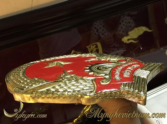 Quốc huy việt nam bằng đồng đk 30cm được chế tác bằng đồng gò nổi 3d, chất liệu đồng vàng dày 1 ly cao cấp