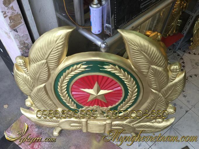 Công an hiệu bằng composite 1mx1m2, đúc huy hiệu công an nhân dân bằng nhựa, sơn màu đồng và xanh đỏ theo mẫu chuẩn logo công an hiệu.
