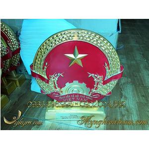 Quà tặng quốc huy mạ vàng đk 40cm