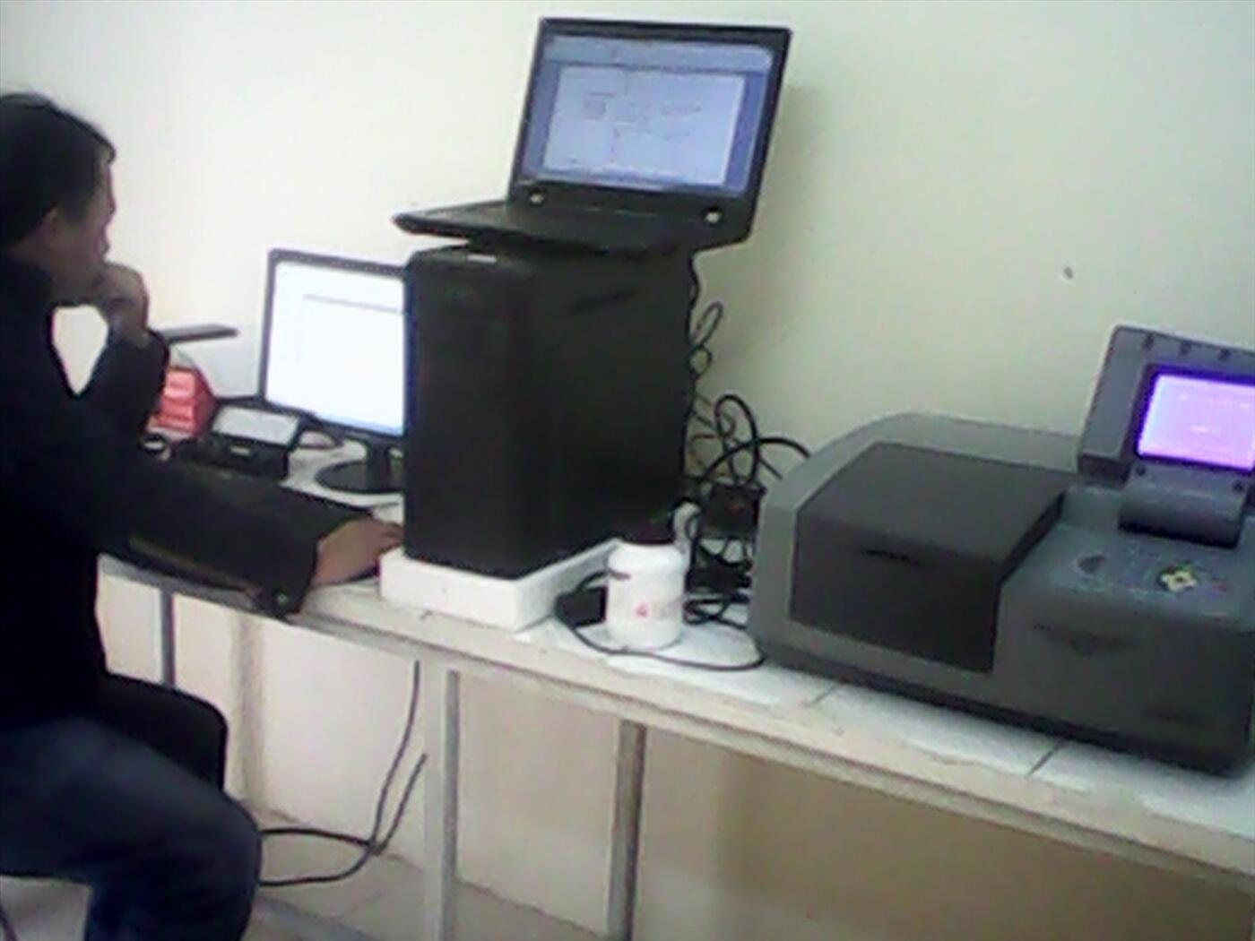MÁY QUANG PHỔ UV-VIS 2 CHÙM TIA ( khay tự động 8 vị trí- khe phổ lựa chọn tự động )