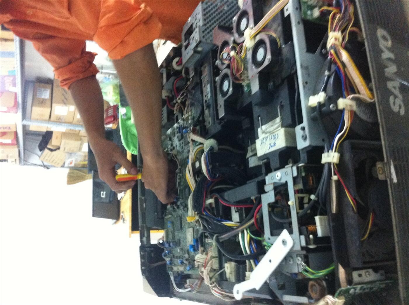 Sửa máy chiếu mất nguồn, không lên đèn