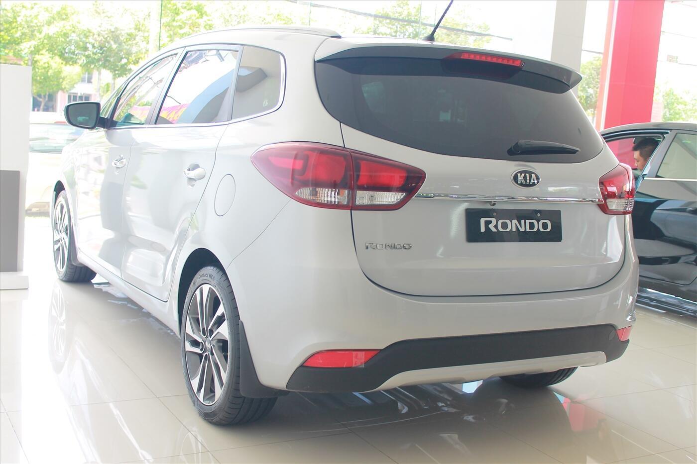 Kia Rondo 2.0 MT
