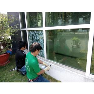 Tẩy ố mốc vảy cá lâu năm bám trên kính tại công tình VISIP I bằng sản phẩm HG 01