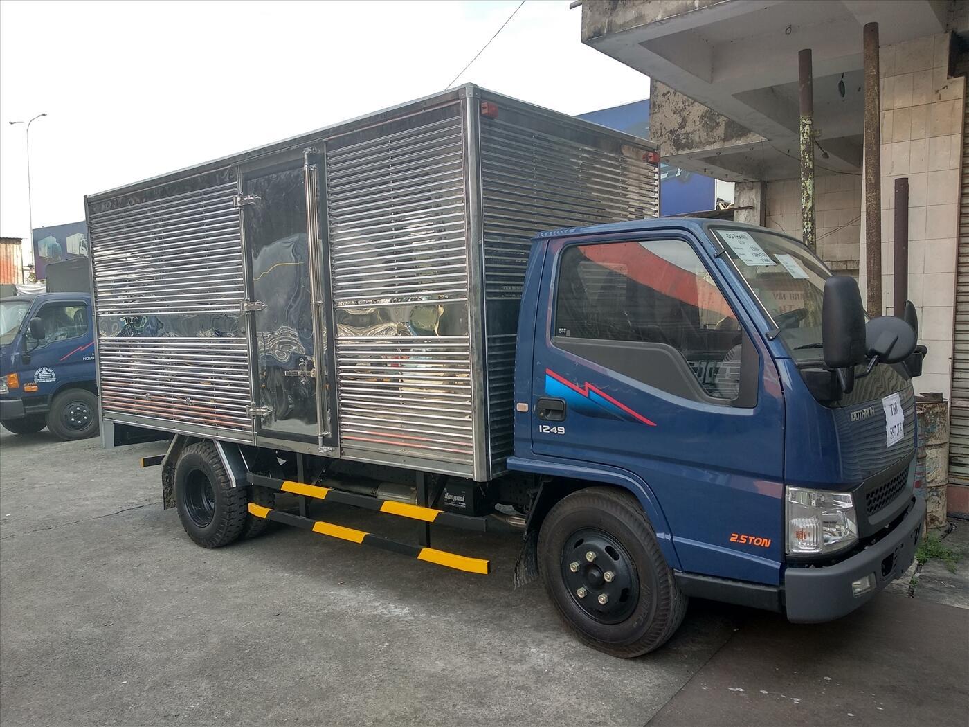 xe iz49 thùng kín