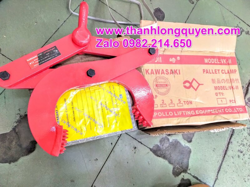 Kẹp kéo pallet gỗ Kawasaki 2 tấn