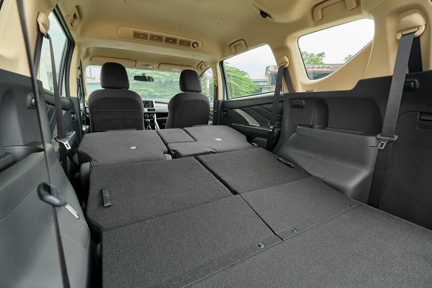 Khả năng gập phẳng hai hàng ghế phía sau trên Mitsubishi Xpander bản số sàn