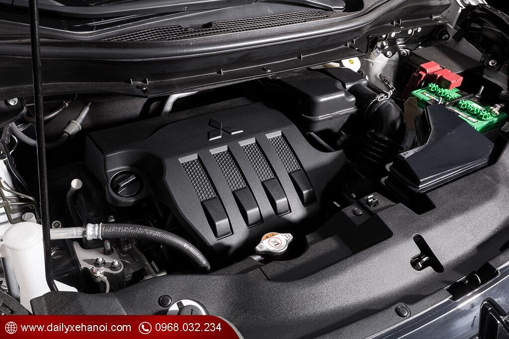 Khoang động cơ xe ô tô Xpander 1.5L Cross