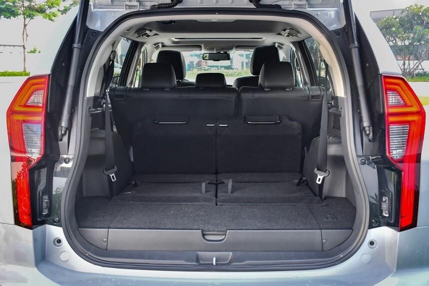 Khoang hành lý rộng rãi trên Mitsubishi Pajero Sport bản máy dầu