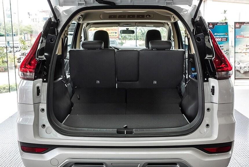 Khoang hành lý rộng rãi trên xe Xpander bản số tự động