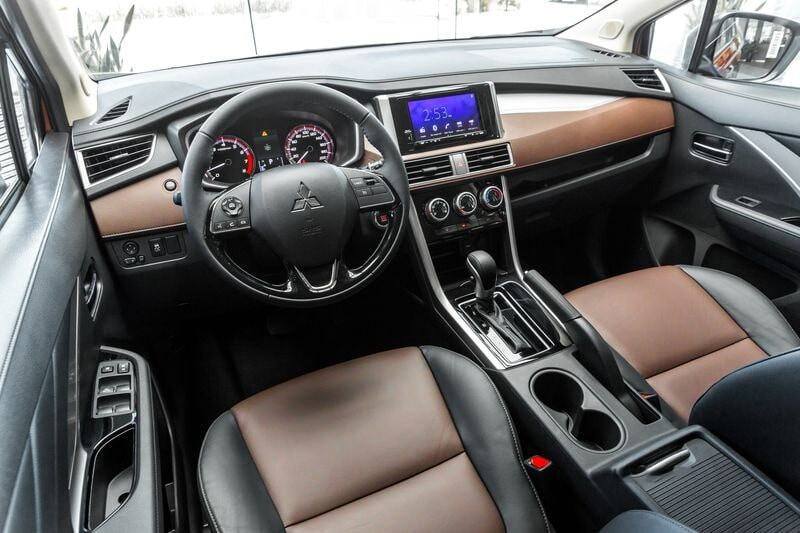 Khu vực bảng taplo xe Mitsubishi Xpander Cross