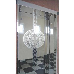 Khung bản rộng : inox gương. Cánh cửa : inox gương hoa văn tròn (TT-CWH1)