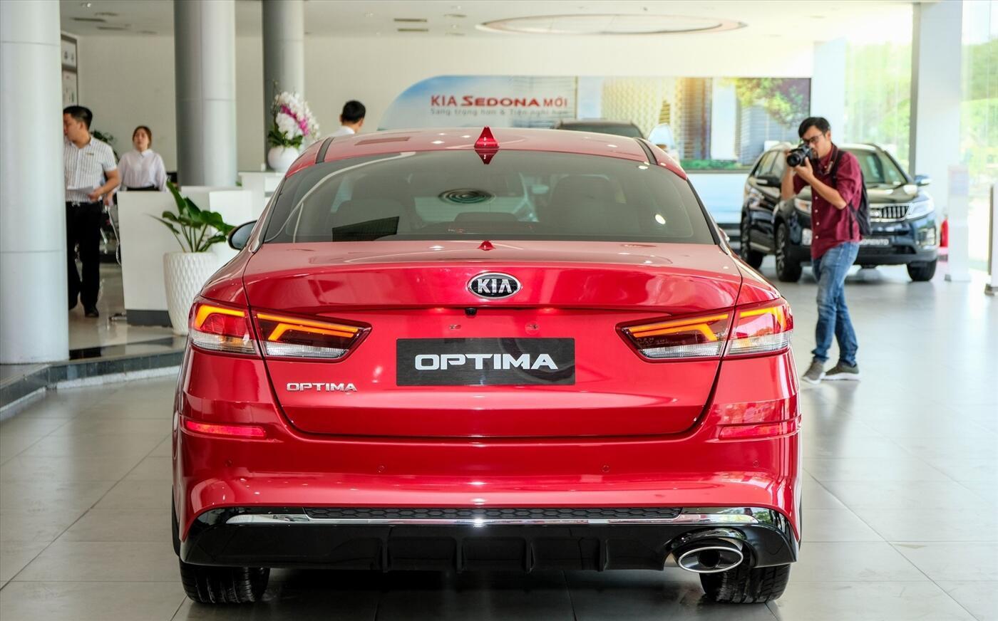 KIA Optima 2.0 - Luxury