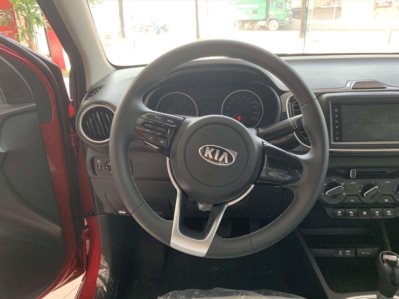 Thiết kế vô lăng của xe KIA Soluto AT Deluxe 1.4L