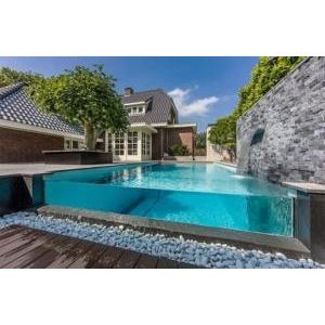 Kính làm bể bơi