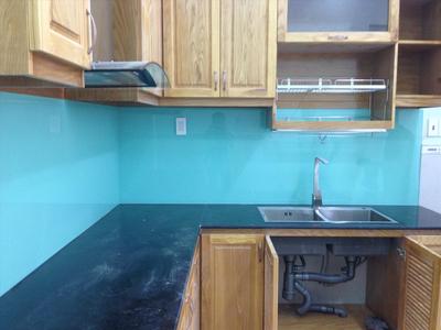 Kính màu ốp bếp màu xanh ngọc - Kinh màu trang trí phòng bếp